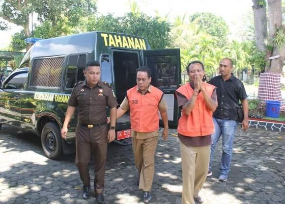 Nusabali.com - kadis-kominfo-jembrana-ditahan