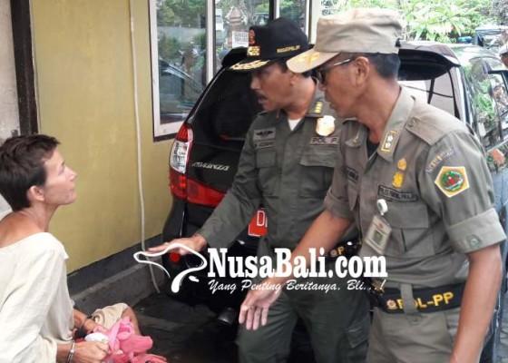 Nusabali.com - satpol-pp-amankan-bule-rusia