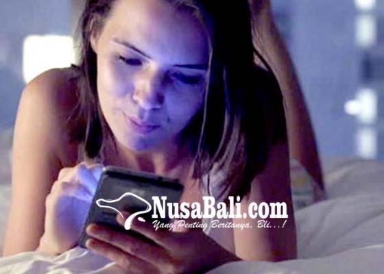 Nusabali.com - kesehatan-gangguan-tidur-zaman-now-adalah-cek-medsos