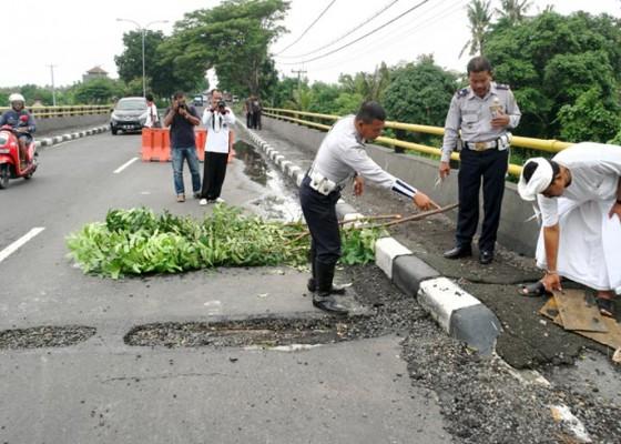 Nusabali.com - jembatan-di-bypass-mantra-retak