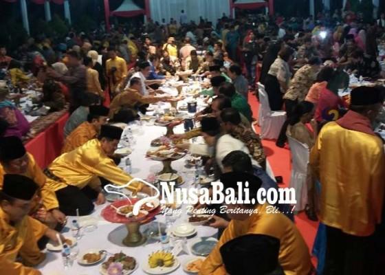 Nusabali.com - ratusan-wartawan-magibung-di-kota-padang