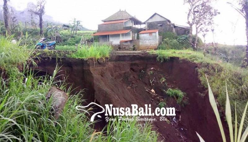 www.nusabali.com-senderan-embung-temukus-jebol