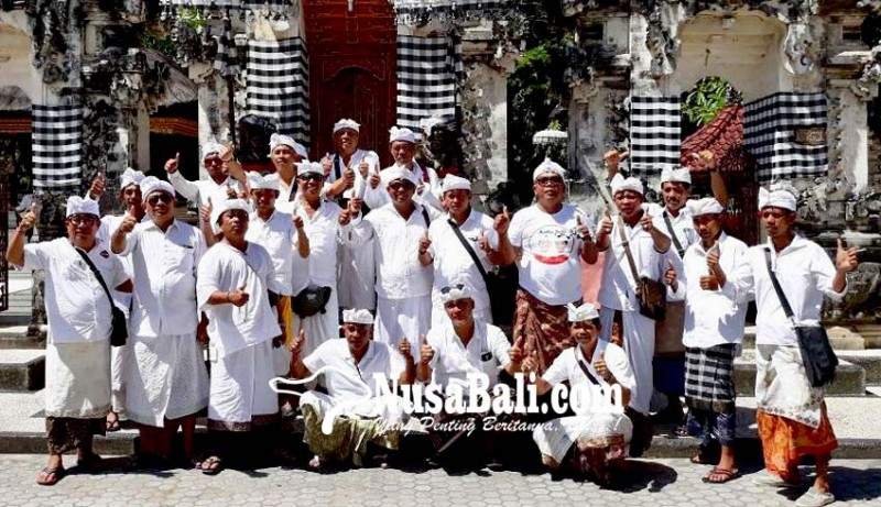 www.nusabali.com-relawan-mantra-kerta-sembahyang-di-nusa-penida