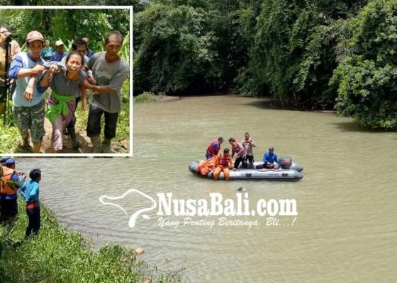 Nusabali.com - jenazah-muncul-setelah-balian-dan-tim-sar-percikkan-tirta-di-sekitar-tkp