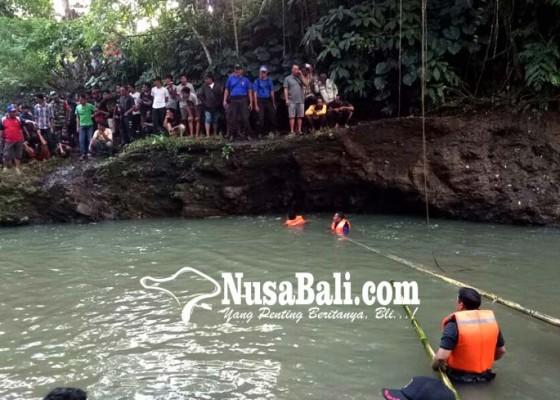 Nusabali.com - dua-buruh-tebang-kayu-tenggelam-di-tukad-yeh-ho