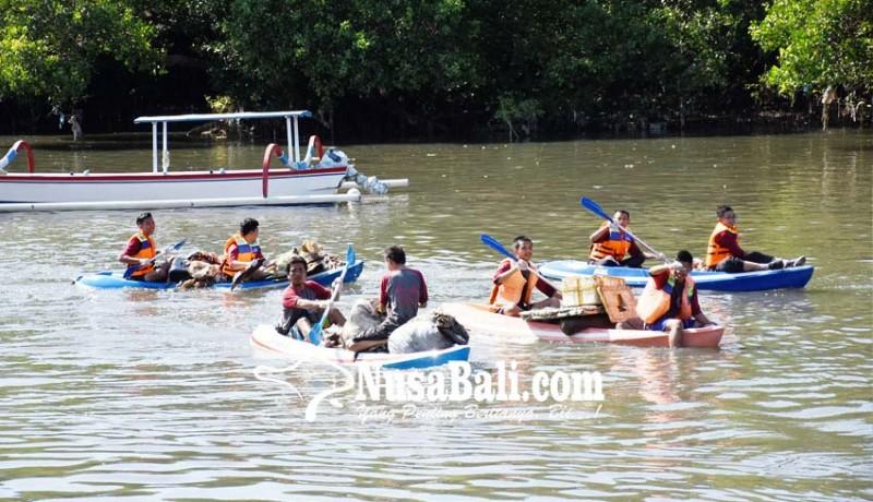 www.nusabali.com-susur-mangrove-ratusan-pelajar-berlomba-pungut-sampah