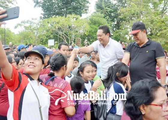 Nusabali.com - walikota-rai-mantra-lepas-peserta-jalan-sehat-sambut-hut-ke-230-denpasar