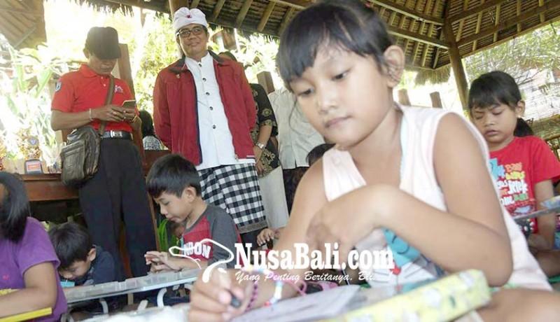 www.nusabali.com-ratusan-anak-ikuti-lomba-berbusana-adat-dan-mewarnai