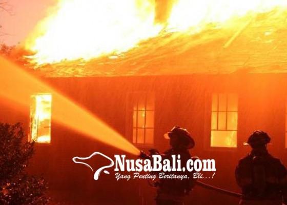 Nusabali.com - diduga-korsleting-kamar-tidur-diamuk-api