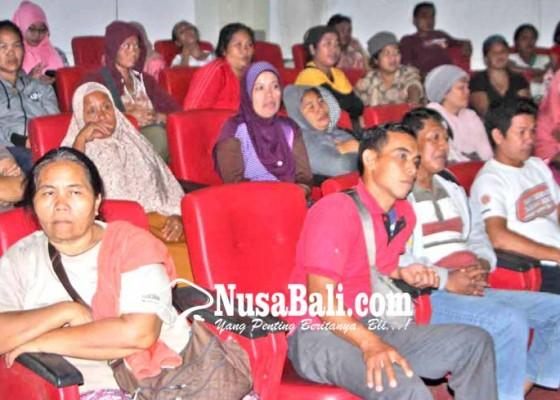 Nusabali.com - pedagang-terminal-seraya-tolak-relokasi