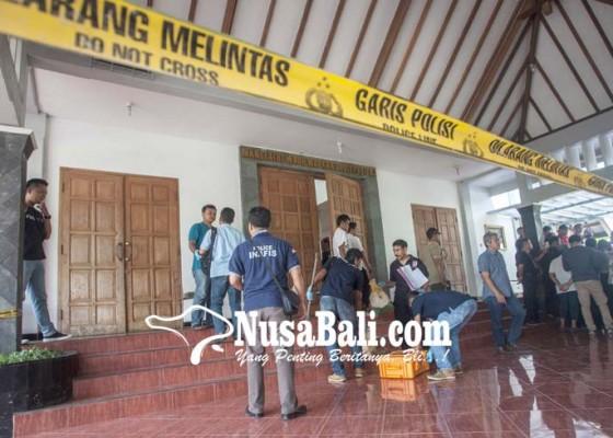 Nusabali.com - sedang-misa-pastor-dan-umat-gereja-diserang