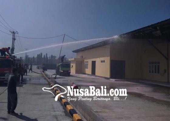 Nusabali.com - pasang-penangkal-petir-tpi-pengambengan-terbakar