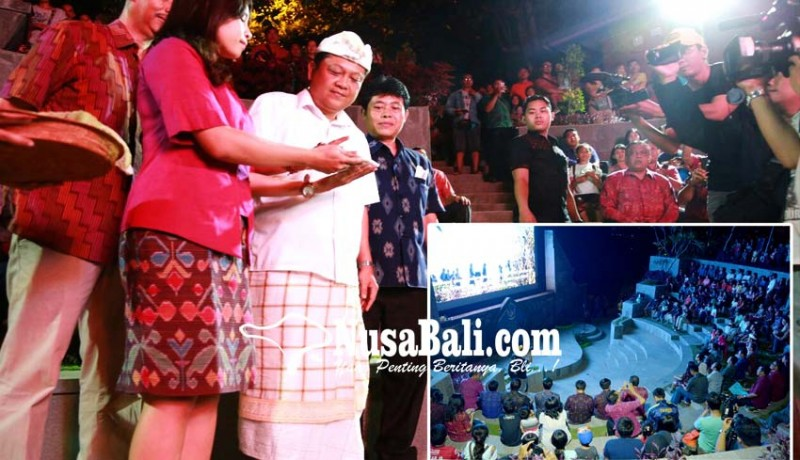 www.nusabali.com-rai-mantra-resmikan-led-videotron-amphitheater-youth-park