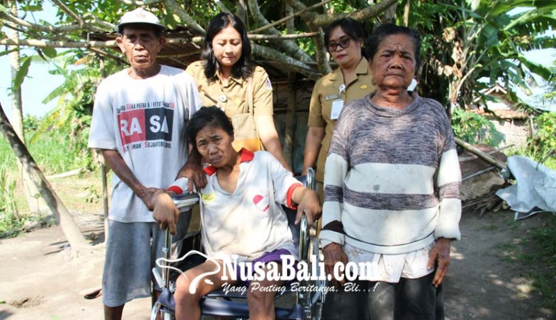 www.nusabali.com-bupati-suwirta-sumbang-kursi-roda