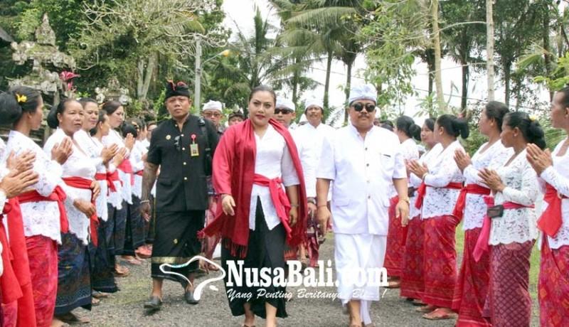 www.nusabali.com-bupati-eka-hadiri-pamlaspasan-tapakan-di-pura-dalem-cemeng-kuwum-ancak
