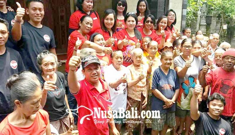 www.nusabali.com-relawan-putri-ayu-kbs-bagi-sembako-untuk-lansia