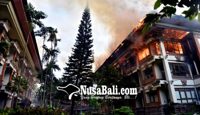 www.nusabali.com-gedung-unit-v-kantor-gubernur-bali-ludes-terbakar