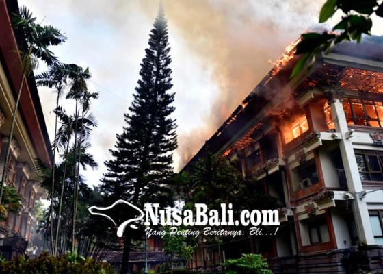 Nusabali.com - gedung-unit-v-kantor-gubernur-bali-ludes-terbakar