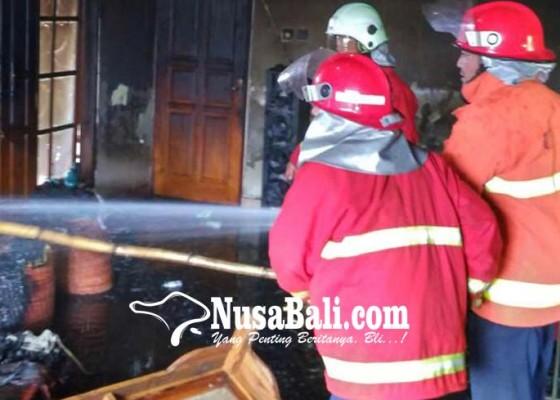 Nusabali.com - kosong-ditinggal-kerja-rumah-pegawai-pln-terbakar