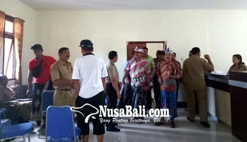 www.nusabali.com-nasabah-lpd-gerudug-kantor-perbekel-belumbang