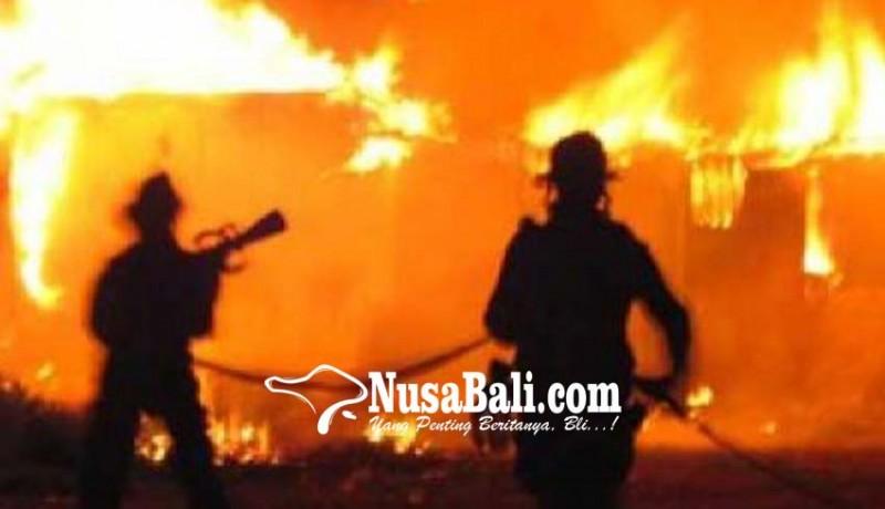 www.nusabali.com-gudang-terbakar-warga-ngulkul-bulus