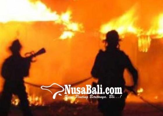 Nusabali.com - gudang-terbakar-warga-ngulkul-bulus