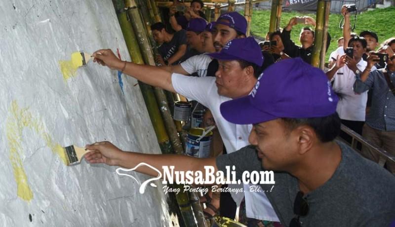 www.nusabali.com-puluhan-seniman-mural-percantik-youth-park-denpasar
