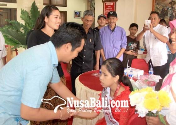 Nusabali.com - wabup-kembang-mahania-contoh-anak-muda-zaman-now