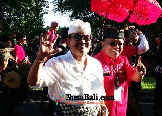 Nusabali.com - subawa-tertangkap-kamera-masuk-1-jalur