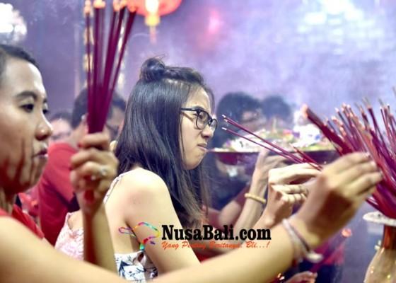 Nusabali.com - ribuan-umat-menghadiri-doa-di-vihara-dharmayana