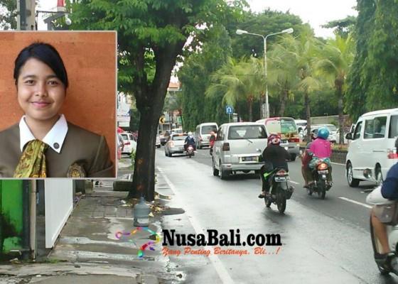 Nusabali.com - belikan-obat-untuk-orangtua-mahasiswi-stp-tewas-tabrak-pohon
