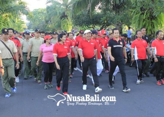 Nusabali.com - jalan-sehat-launching-germas-dan-makan-ikan-bersama