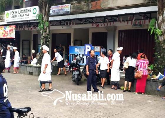 Nusabali.com - pedagang-durian-menolak-dipindah-ke-lantai-ii-peken-ijogading
