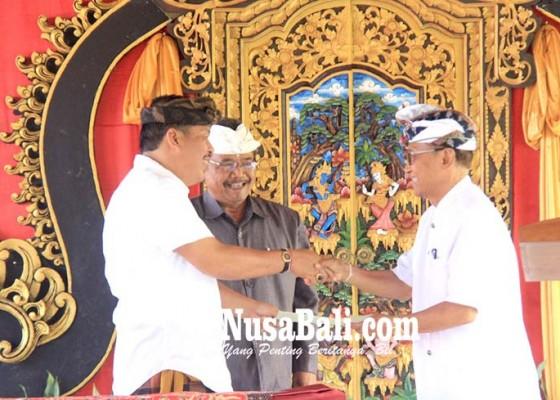 Nusabali.com - bupati-putu-artha-saksikan-pengukuhan-bendesa-nusasari