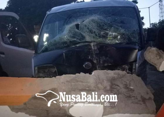 Nusabali.com - minibus-hantam-panyengker-5-orang-luka-luka