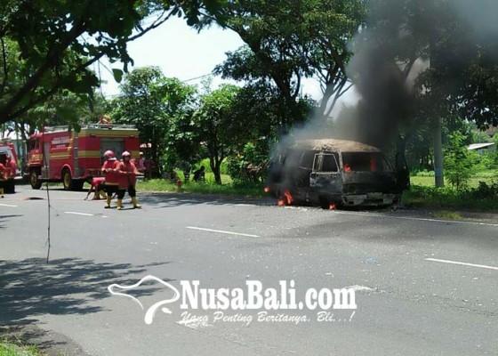Nusabali.com - minibus-terbakar-bus-terjun-ke-sawah