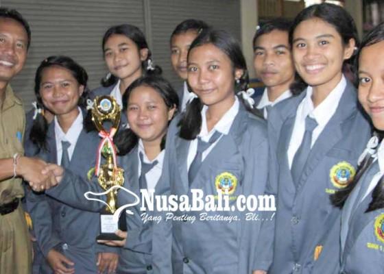 Nusabali.com - smkn-amlapura-dan-sman-3-amlapura-juara-lct