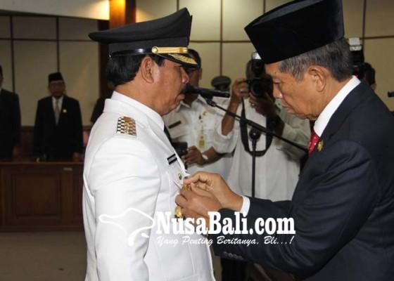 Nusabali.com - rochineng-resmi-sebagai-penjabat-bupati