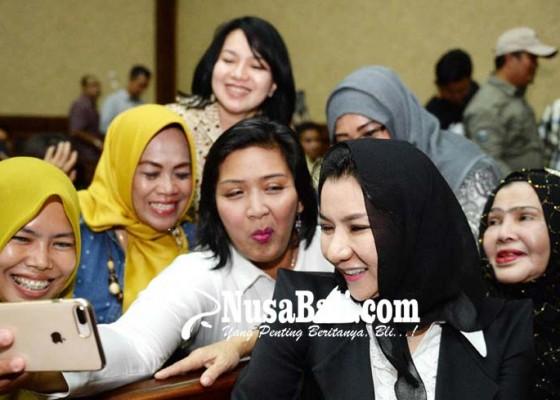 Nusabali.com - rita-widyasari-didakwa-terima-gratifikasi-rp469-m