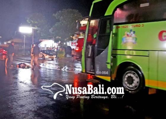 Nusabali.com - nyeberang-irt-dihantam-bus-akap