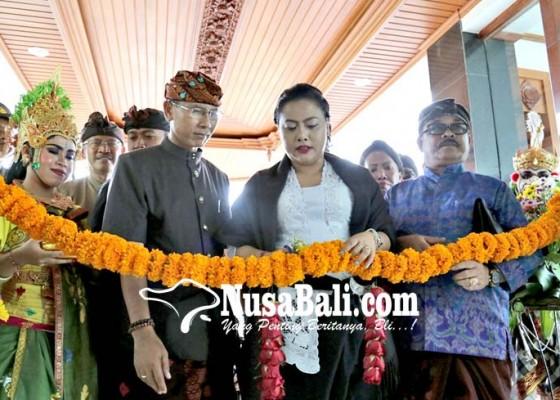 Nusabali.com - bupati-resmikan-gedung-lpd-kekeran-senilai-rp-75-m