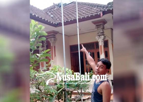 Nusabali.com - disambar-petir-plafon-jebol-meteran-listrik-meledak