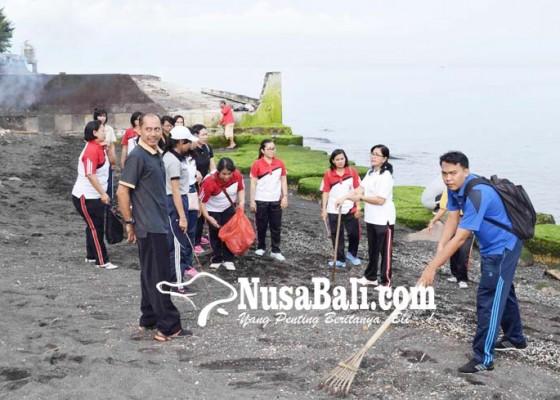 Nusabali.com - angkut-32-kubik-sampah-pantai