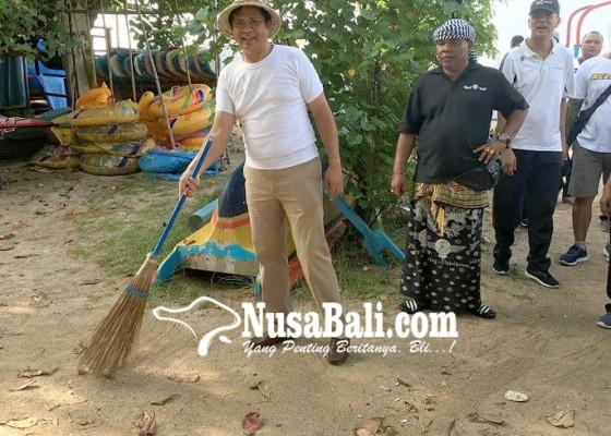 Nusabali.com - mantra-kerta-turun-ke-pantai-aksi-peduli-lingkungan