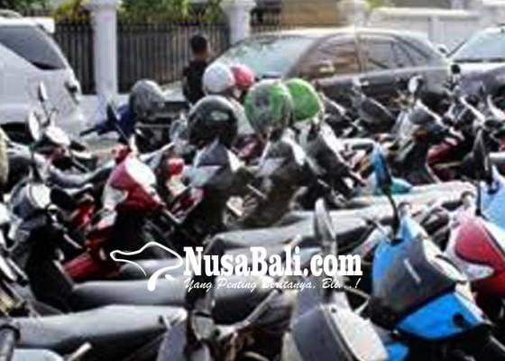 Nusabali.com - pengelola-pasar-inginkan-kelola-parkir