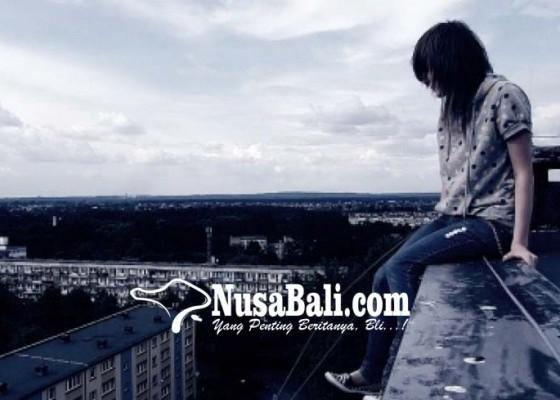 Nusabali.com - putus-cinta-wanita-terjun-dari-lantai-38