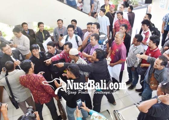 Nusabali.com - sidang-ricuh-penggugat-dan-tergugat-nyaris-adu-jotos