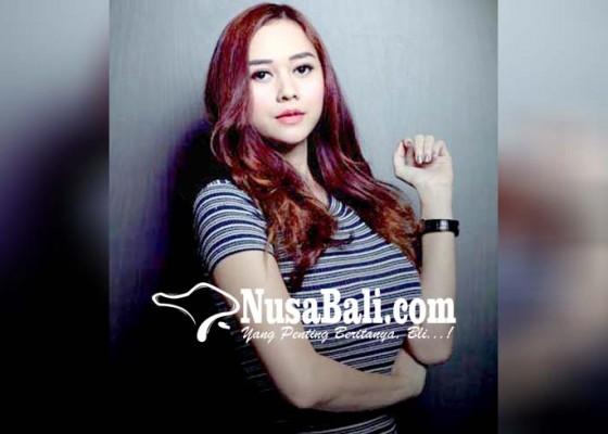 Nusabali.com - aura-kasih-dapat-hadiah-opor-ayam