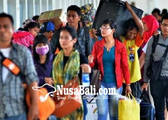 Nusabali.com - warga-nusa-penida-ramai-ramai-pulang-kampung