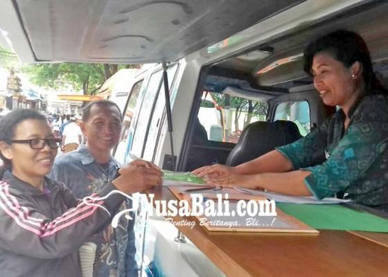 Nusabali.com - bapenda-rangsang-masyarakat-bayar-pajak-lewat-stand-terbuka